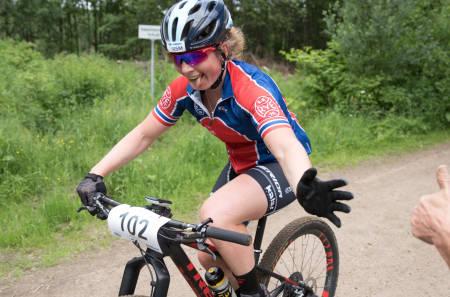 Elisabeth Sveum vant NM rundbane og får sykle mesterskapstrøya igjen for første gang siden 2008. Foto: Bengt Ove Sannes