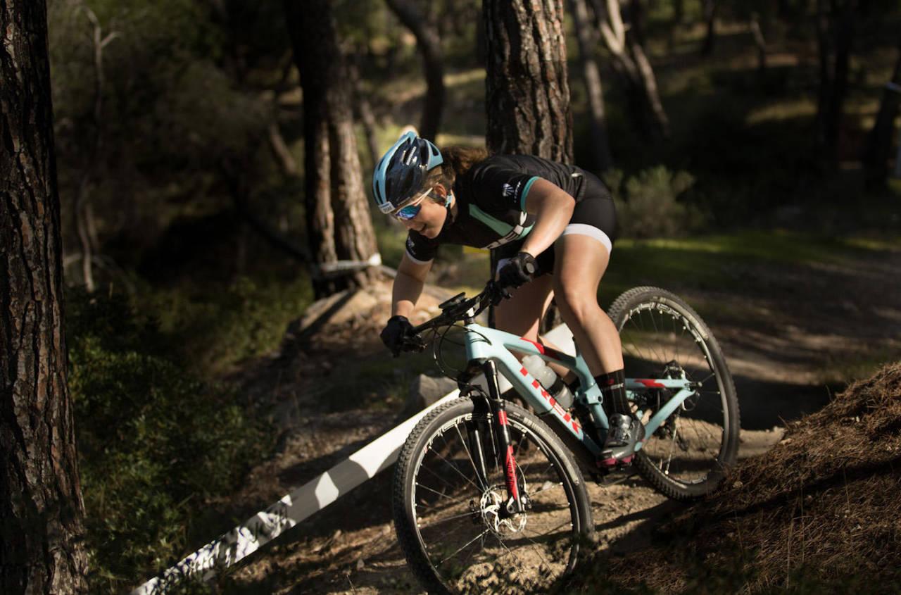 Elisabeth Sveum sykler tredje etappe for Norge i EM-stafetten i rundbane i dag. Foto: Bengt Ove Sannes