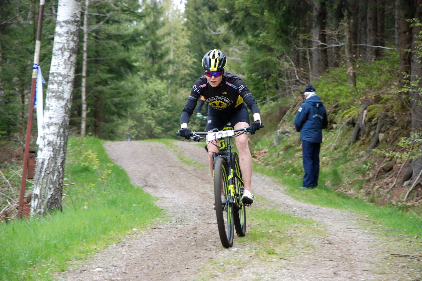 Rakel Birkeli i Team Terrengsykkel under Norgescupdebuten på Å i Heiane på lørdag. Foto: Annar Gaustad