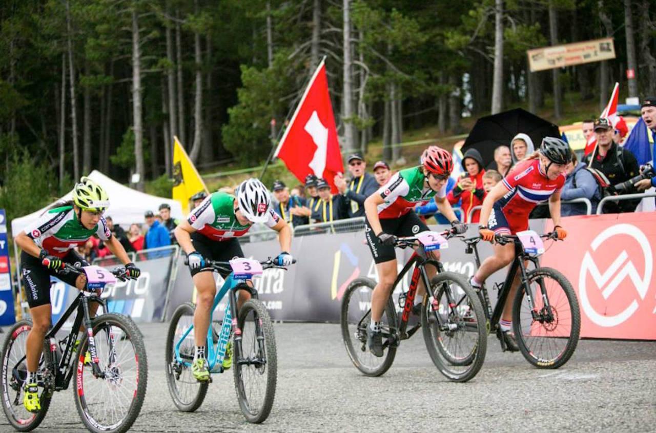 Ingrid Sofie Bøe Jacobsen (til høyre) fikk uttelling for systematisk trening og knallhard jobbing: VM-sølv i Sprint Foto: Vallnord.com