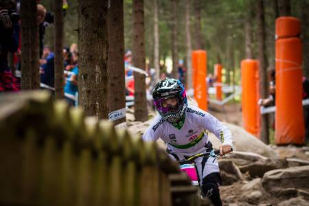OLYMPISK SKOG: Tracey Hannah fra Australia hadde startnummer fire og ble nummer fire. Her ved avslutningen av Olympic Forests. (foto: Snorre Veggan)