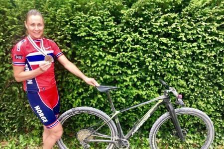 Gunn-Rita Dahle Flesjå tok bronse på maraton-VM og ble beste norske i mesterskapet. Foto: Team Merida Gunn-Rita