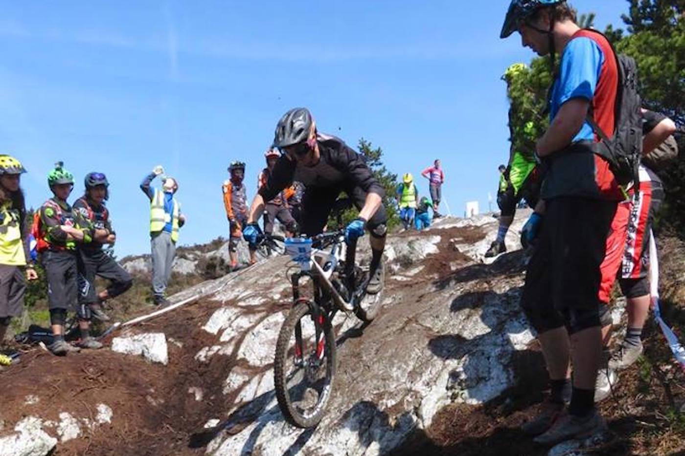 Zakka vil vinne den europeiske endurocupen sammenlagt så lenge han blir nummer ni eller bedre i Leogang denne helga. Her fra EWS i Irland tidligere denne sesongen. Foto: Elin Blom