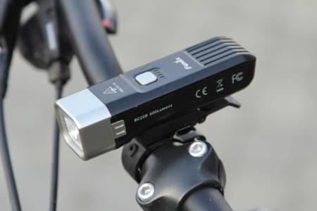 TESTVINNER: Fenix BC25R har kraftig lys og solid konstruksjon