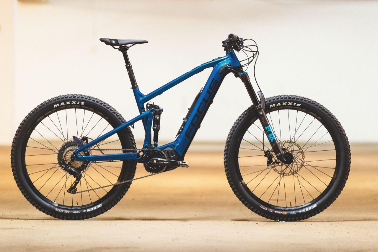 FLOTT FOKUS: Med helintegrert batteri og lekker blåfarge er Focus Jam2 6.8 en elegant sykkel. Den kommer også i versjoner med karbonramme og både med 27,5 og 29er-hjul.
