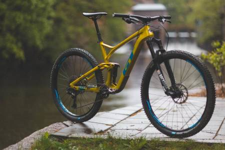 GULLSYKKEL: GTs helt nye Sensor er kraftig, men likevel lettsyklet. Utstyrsnivået er høyt og sykkelen gir et solid og robust inntrykk.