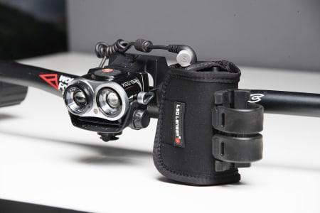 TEKNISK: Led Lensers XEO 19R er en av de mest avanserte lyktene i testen. Det gir utslag både positivt og negativt.