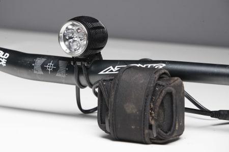 ENKEL OPPSKRIFT: Lumonite Navigator 3000 er enkel, men solid og gir mye lys for pengene.