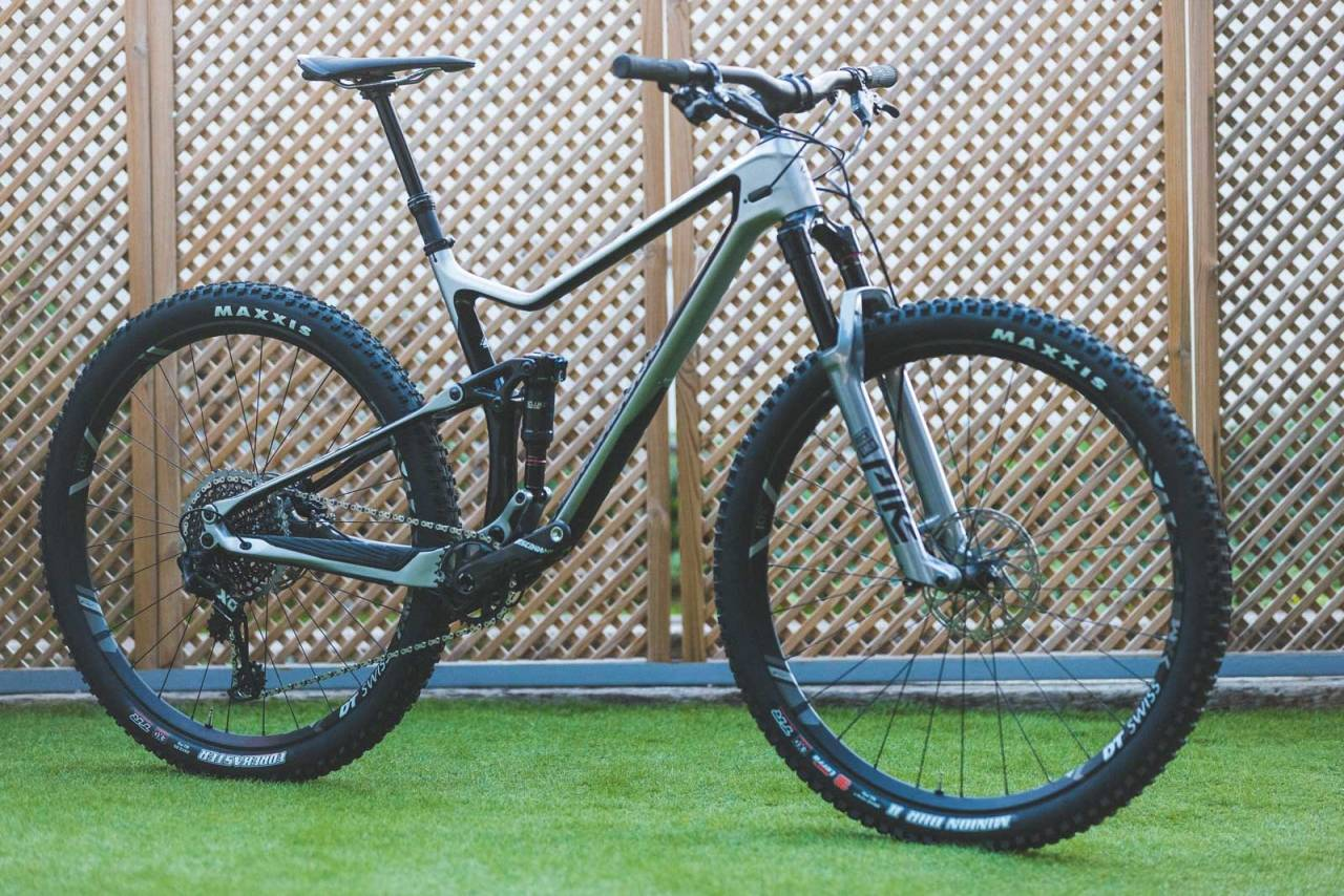 SLANK OG KVIKK: Merida OneTwenty har flott finish, kvikkhet som en rittsykkel og en toppgaffel som virkelig leverer.