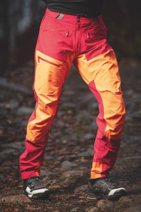 GODT SYNLIG: Norrøna Fjørå Flex kommer i flere fargealternativer - inkludert skrikende oransje og gult.
