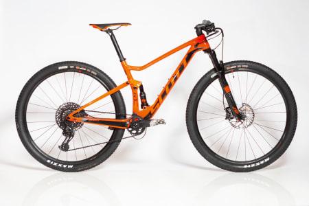 VÄRLDSMÄSTERCYKELN: Både svenske Crescent og Eddy Merckx har vunnet VM-titler på oransje sykler. Scott Spark har de siste årene vunnet alle de viktigste rundbanerittene.