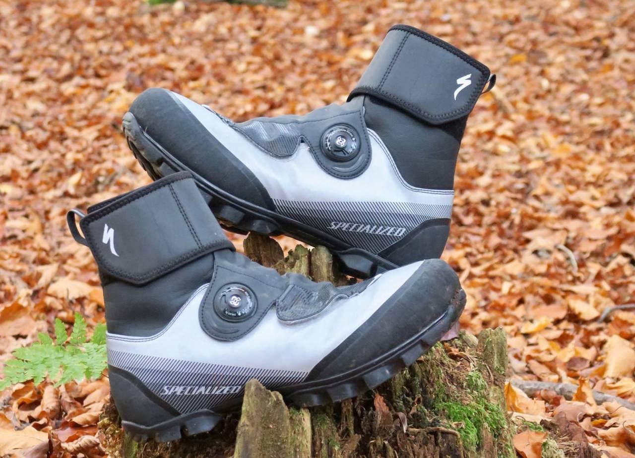 GODT SYNLIG: Specialized-skoene har suverene reflekser for sykling i trafikken. Supert når du sykler til og fra skogen i vintermørket.