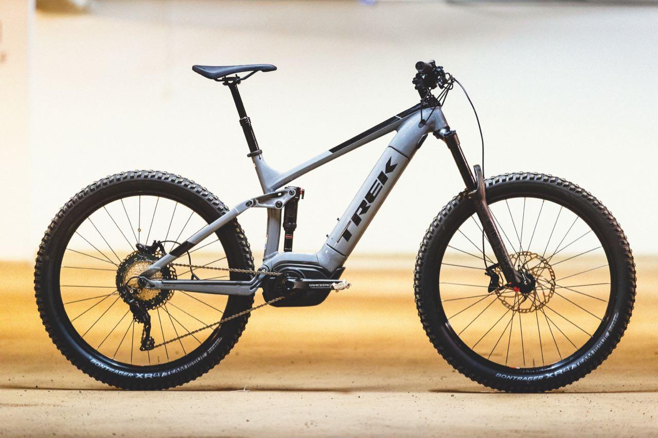 FREGATT: Den grå Powerfly-sykkelen er velbygd, velutstyrt og har fine linjer.