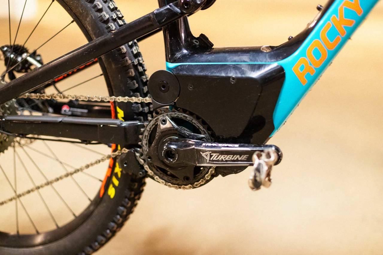 EGEN MOTOR: Rocky Mountain har utviklet sin helt egne motor. Den har stort batteri integrert i rammen og helt innkapslet motor.