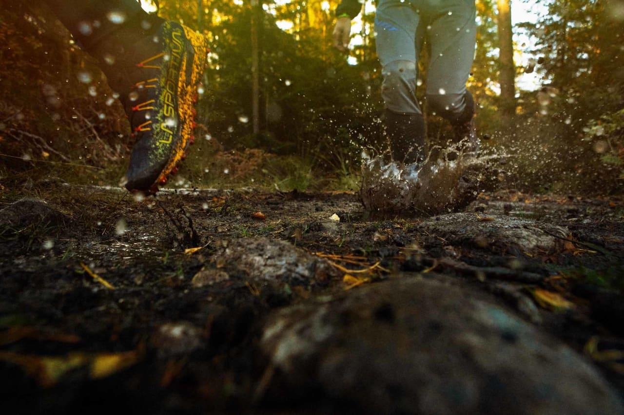 TETTE: Høye sko med vanntett membran kan gjøre høstløpingen mer behagelig. Foto: Kristoffer H. Kippernes