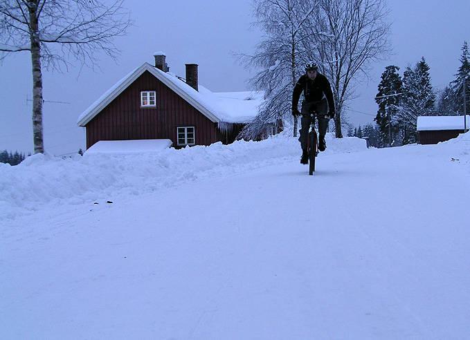 Vintersykling kan nytes med varme tær.