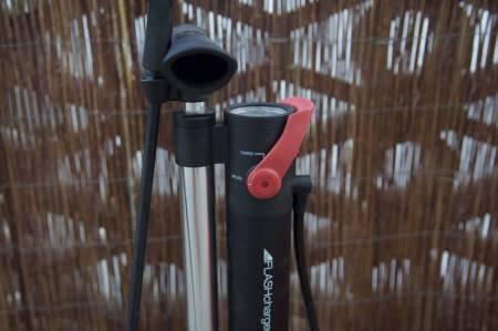 KOMPRESSORPUMPE: Bontrager Flash Charger blåser opp dine slangeløse dekk i en fei.