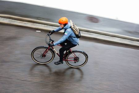 TIL OG FRA: Når du bare skal komme deg til og fra jobb er det ikke alltid terrengsykkelen er det beste alternativet. Alle foto: Kristoffer H. Kippernes