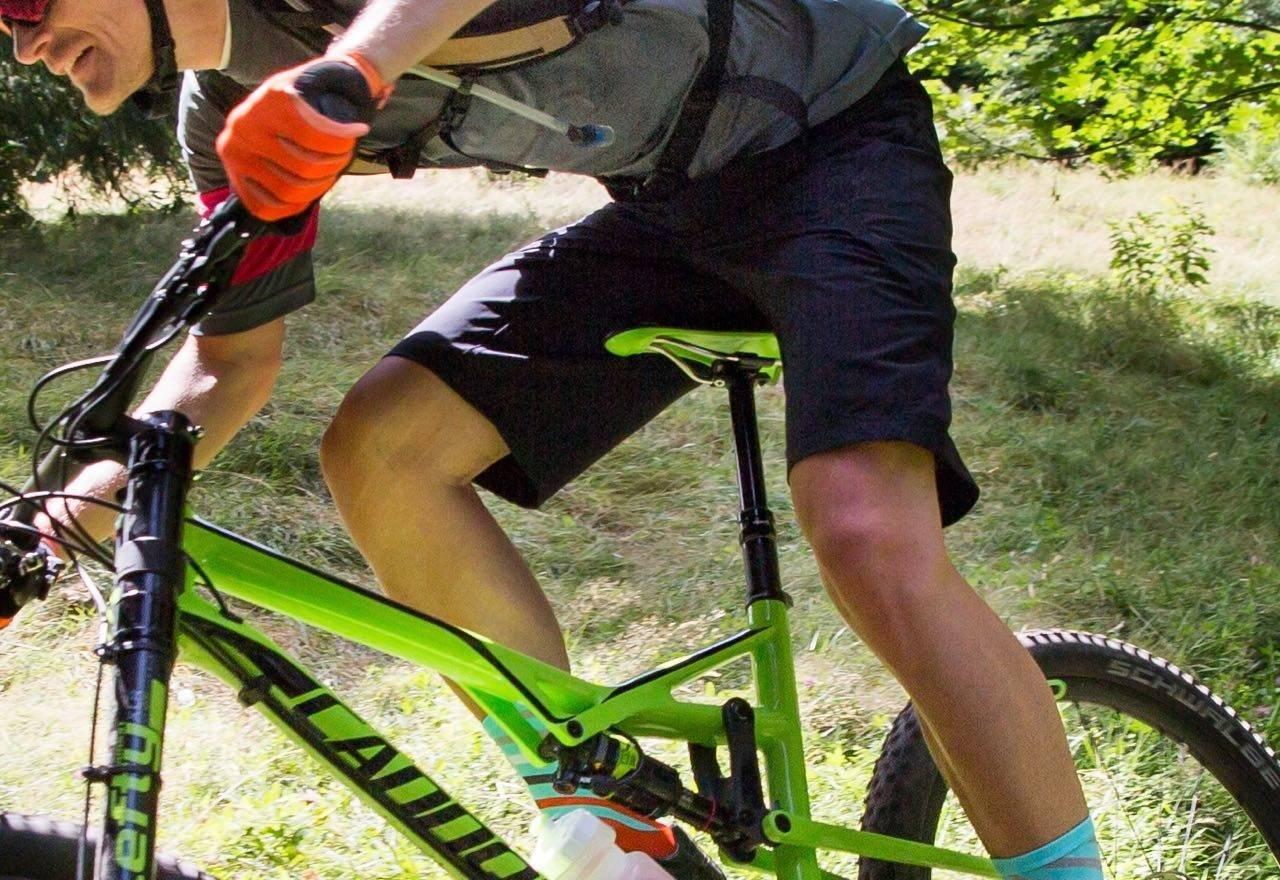 FREERIDERE BEST I RITT? Sombrios nye Highline-shorts er en sporty-baggy til stisykling, trening og ritt.