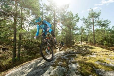 Vi har testet fem av sesongens endurosykler. Alle imponerer på sin måte. Foto: Vegard Breie