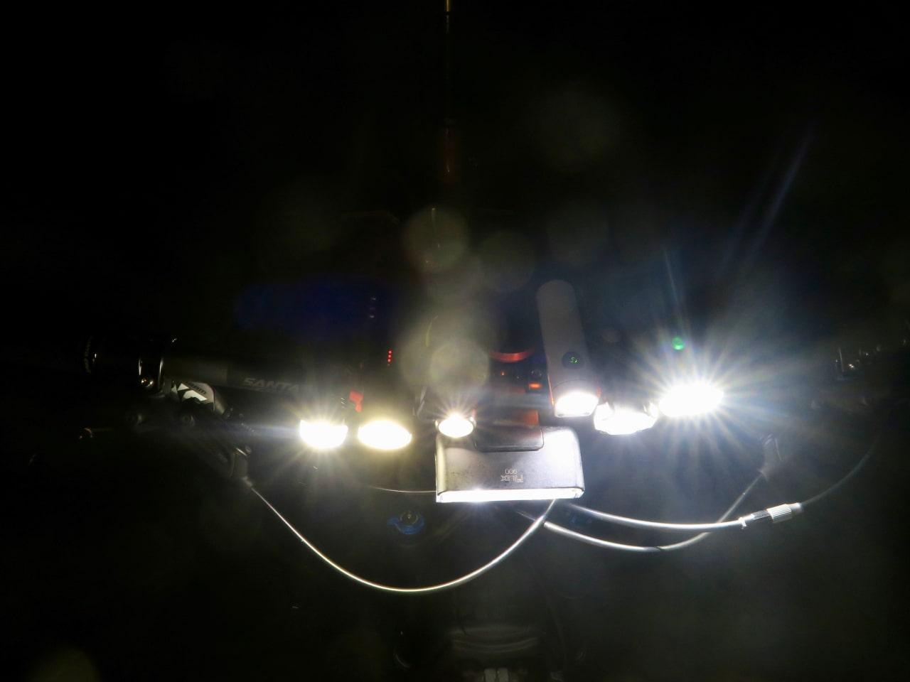 LYS PÅ VEIEN: Led-lykter til 1000-lappen gir deg nok lys i byen, men også på grusrunder i stummende mørke. Alle foto: Øyvind Aas