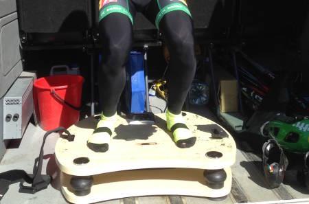 Vibrasjonsplattformen bidrar til at rytterne kommer kjappere ut når startskuddet går, og dermed sikrer seg bedre posisjon inn i terrenget. Foto: Bent Rønnestad