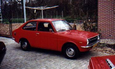 Dette er en Toyota 1000 fra 1973, ikke en Toyota Corona Mark II fra 1977.  Pyttpytt.