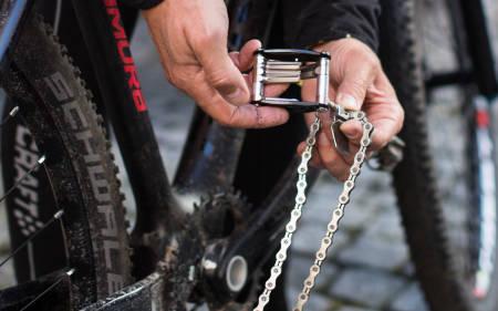 KJEDELIG KUTT: Ta alltid med deg en kjedekutter og et kjedeledd som matcher ditt kjede på tur. Foto: Christian Nerdrum