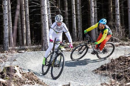 MYK FOR HARDTAIL: Gunn-Rita leder an i OL-replikaen på Jæren, og Aslak Mørstad gjør sitt beste med å holde følge gjennom en syrebefengt treningsøkt. Foto: Christian Nerdrum