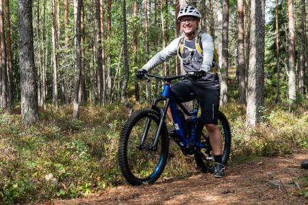 Arild Andersen kunne ikke syklet på sti om det ikke var for elmotoren. Foto: Christian Nerdrum