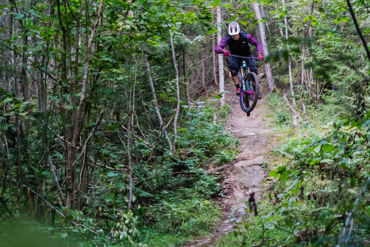 Anders Skarstein er omskolert motorcrosskjører og da må han vel ha noen fordeler som fersk endurosyklist? Foto: Christian Nerdrum