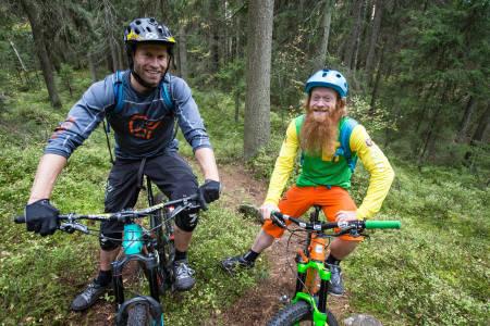 ANDREAS WIIG OG HAN I GAME OF THRONES: Ok, så kjente de hverandre litt fra før av. Snowboarder Andreas Ygre Wiig utfordrer Aslak Mørstad. Foto: Christian Nerdrum