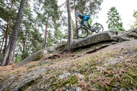 PÅ JOBB: Det blir ikke skikkelig fart på sakene med mindre du bestemmer deg for å jobbe godt over sykkelen. Foto: Christian Nerdrum