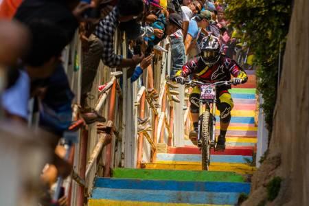 God til trappesykling: Mick Hannah og Polygon UR-laget har allerede brukt BOS en god del. Og til mye mer enn bare å ralle ned trapper.